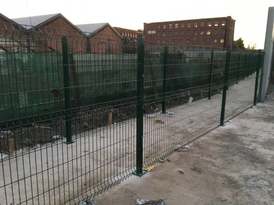 green mesh fencing